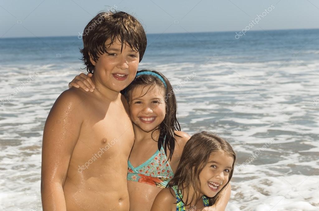 Bambini in costumi da bagno foto stock londondeposit 33795747 - Costumi da bagno bambino ...
