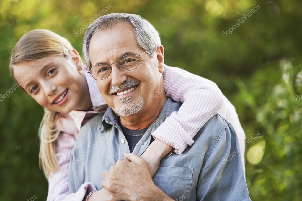 Порно старики трахают молоденькую