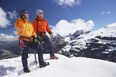 Fotografia scalatori sul picco nevoso