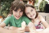 Děti jedí zmrzlinu