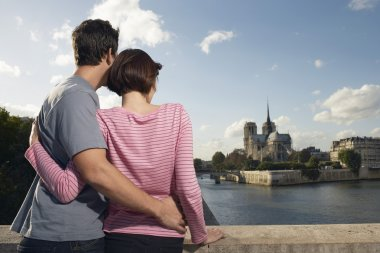 Couple embracing in front of Notre Dame