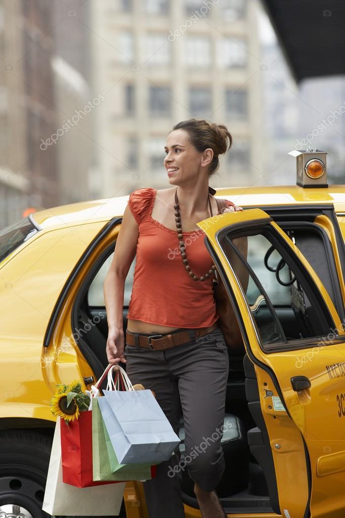 у девушки не хватило денег на такси таксист касается наваждений, они