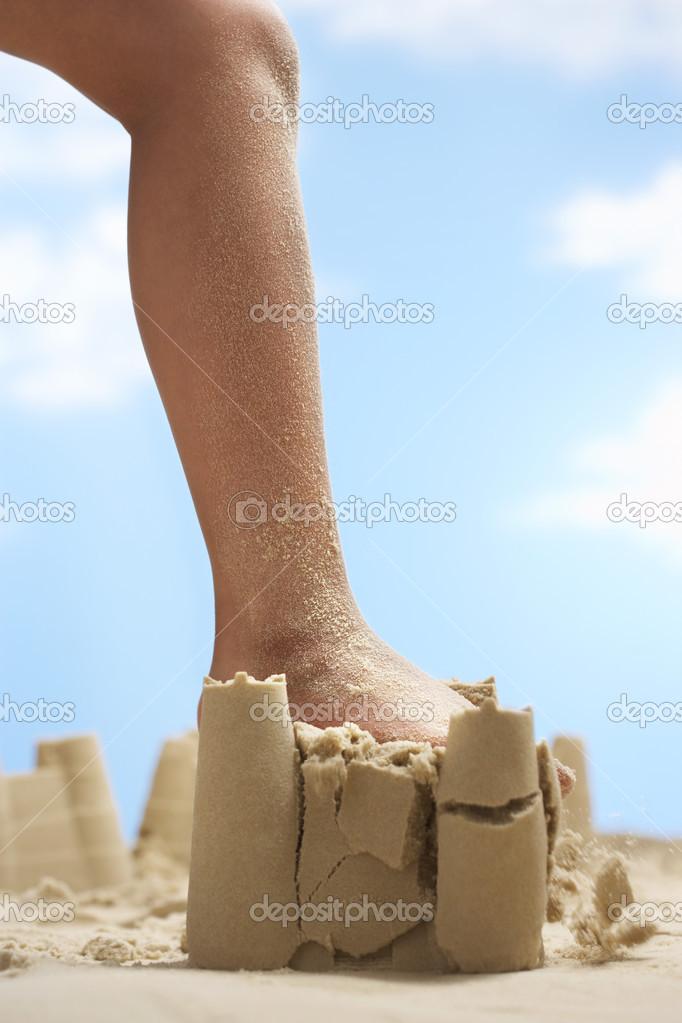 leg destroy sand castle