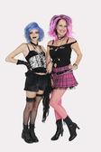 idősebb és fiatal punk nők