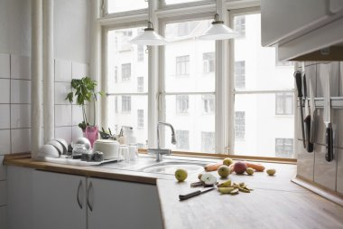 Kitchen worktop with chopped fruits