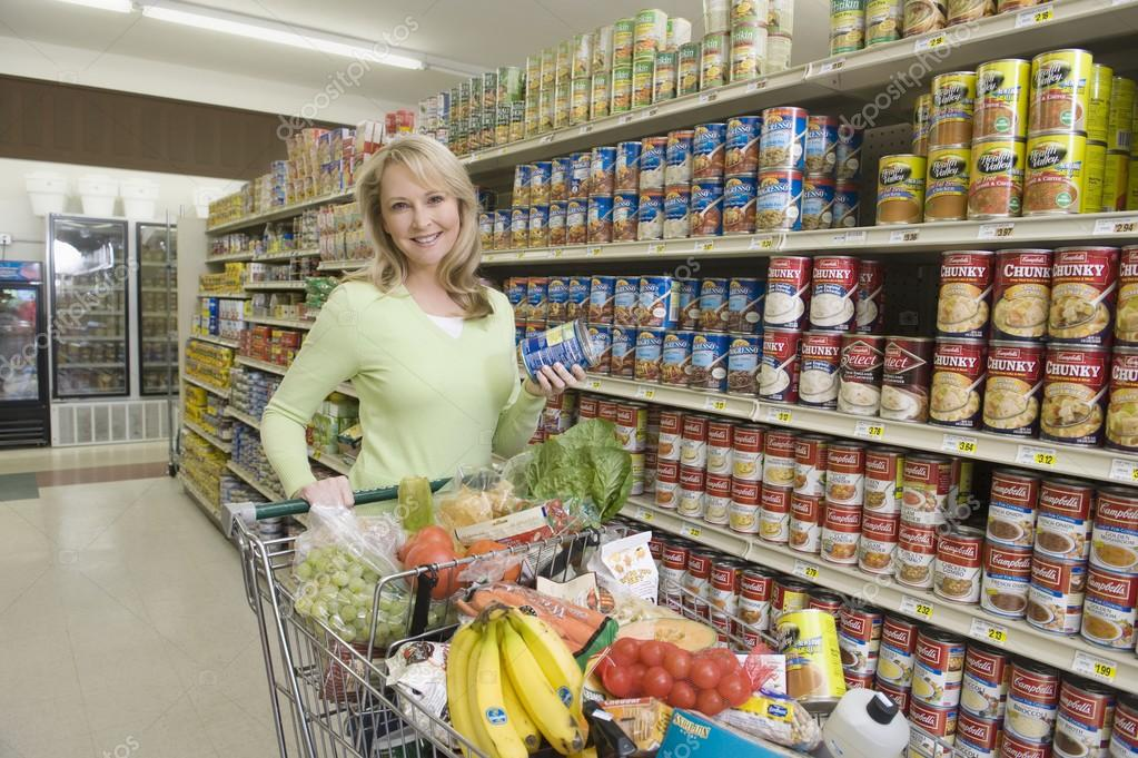 Comment s'alimenter pendant cette « Quatorzaine » forcée ?  Depositphotos_33982881-stock-photo-woman-with-grocery-shopping-in
