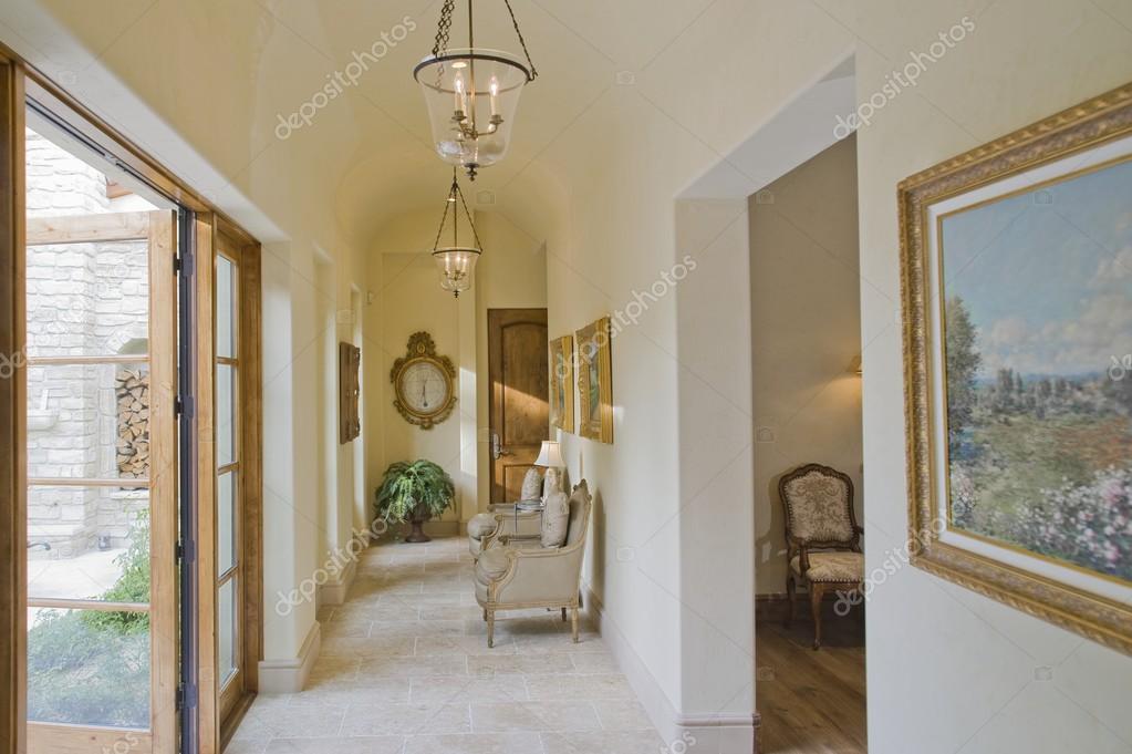 pasillo con muebles — Foto de stock © londondeposit #33983773