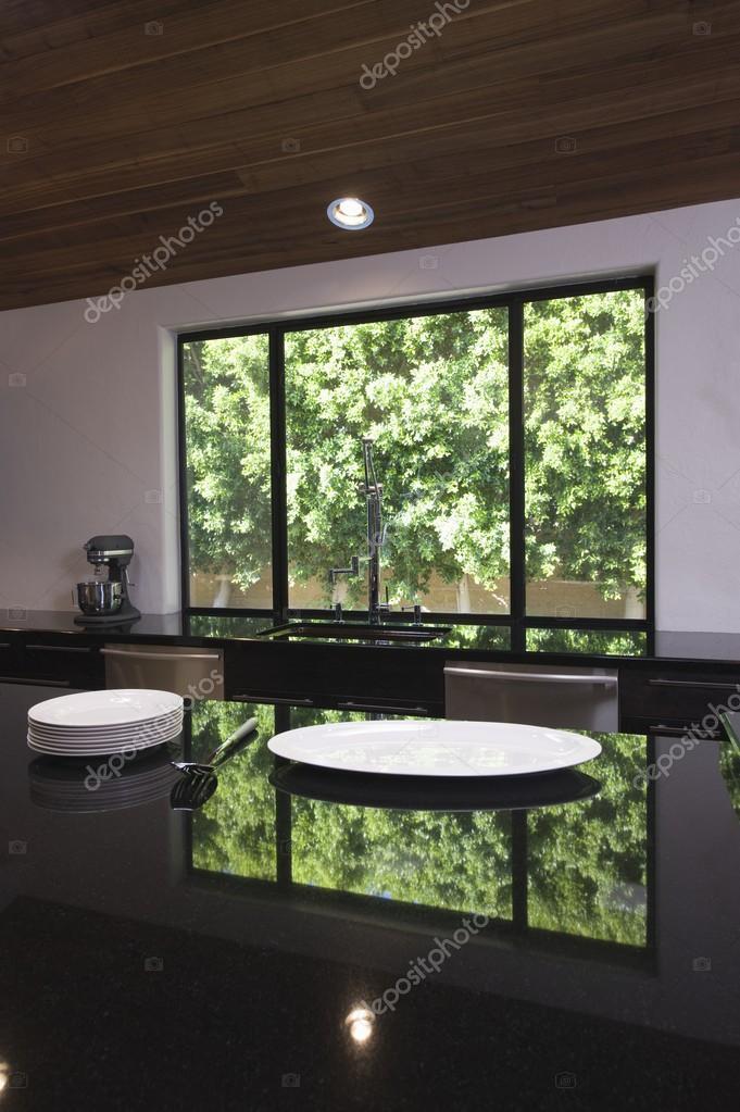 piano cucina nero lucido — Foto Stock © londondeposit #33984127