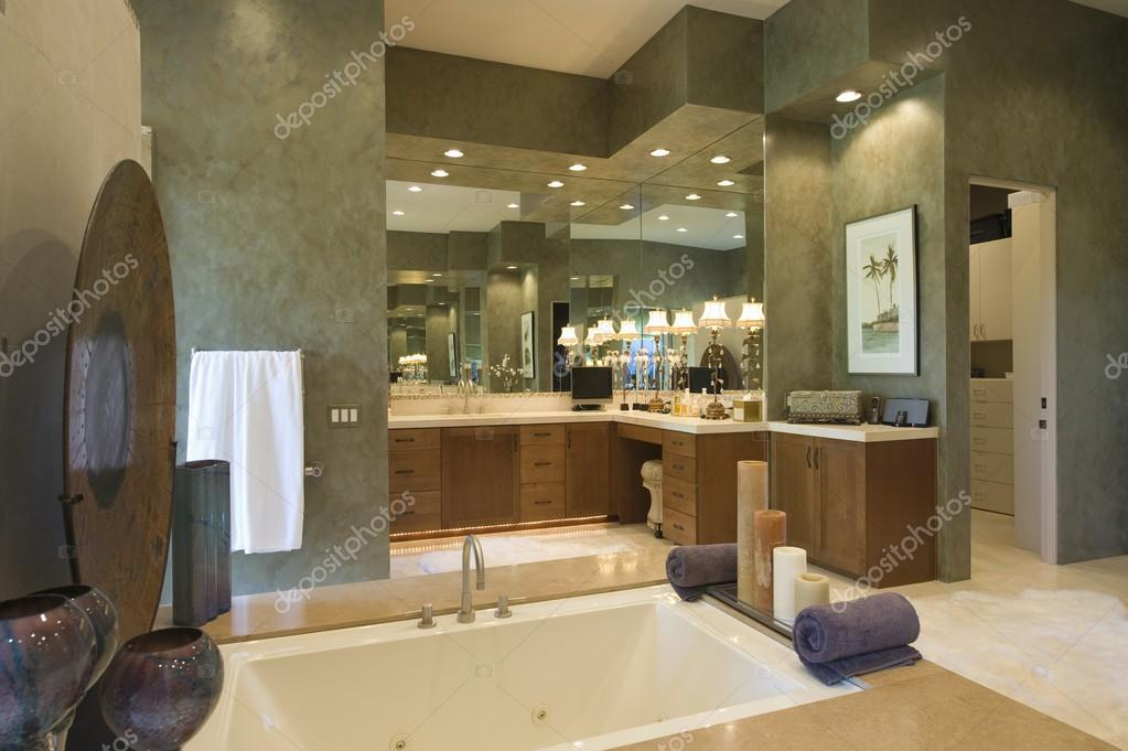 Eingelassene Badewanne eingelassene badewanne stockfoto londondeposit 33988903