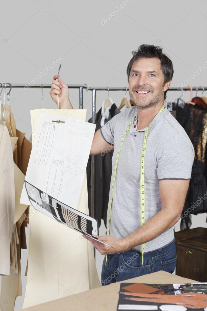 modista con patrón de costura — Fotos de Stock © londondeposit #33996389