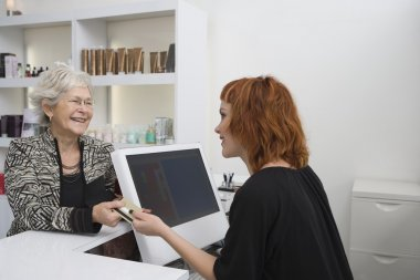 Hairdressing client pays for cut