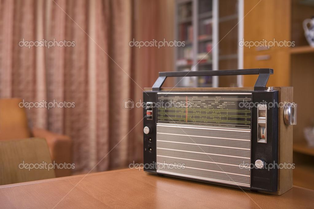 Retro radio u stockfoto londondeposit