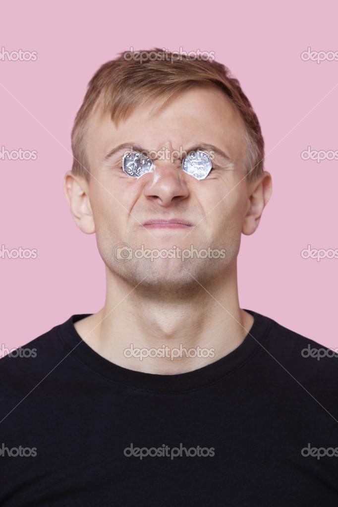 Mann Deckung Augen Mit Münzen Stockfoto Londondeposit 34021247