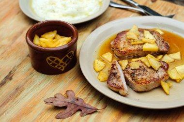 Pork chops with apple sauce