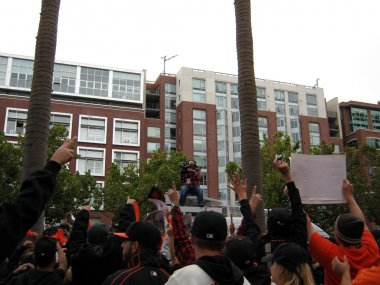 : Giants Fans go crazy for Cameraman on top of TV Van