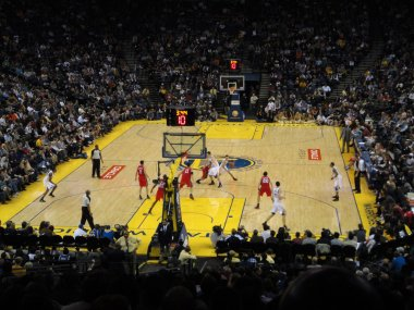 Warriors Stephen Curry breaks towards the basket