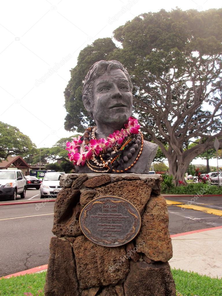 Jack Lord Statue at Kahala Mall
