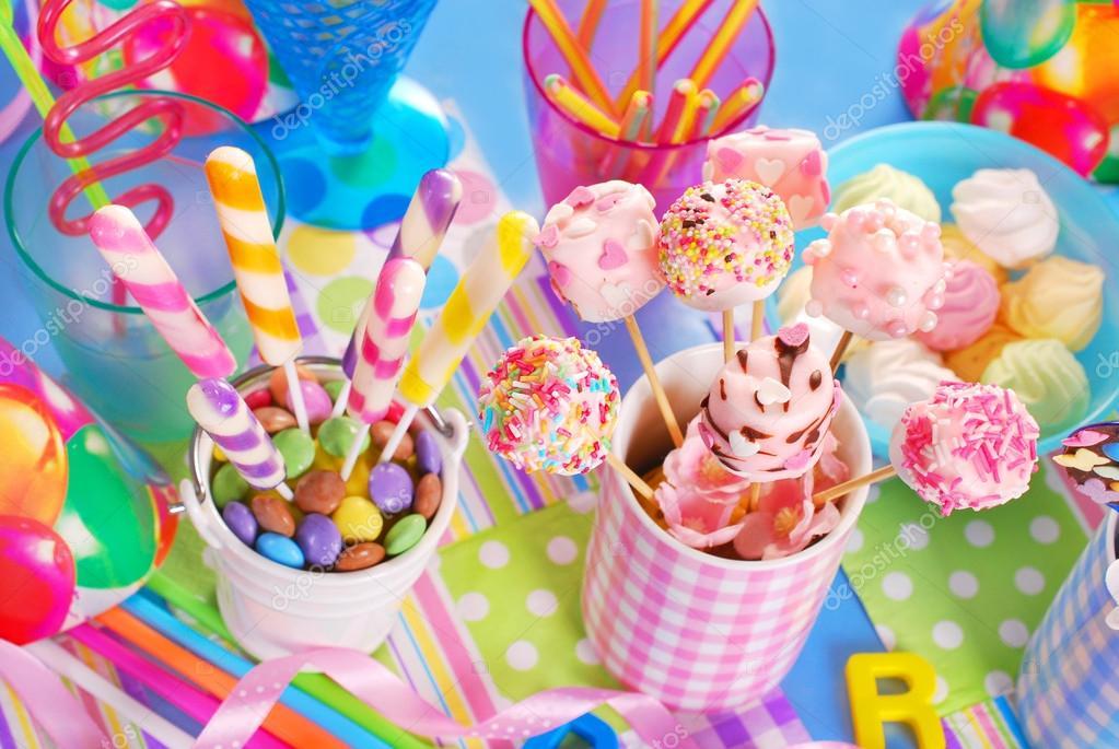 Wybitny urodziny party tabeli z słodycze dla dzieci — Zdjęcie stockowe TK69