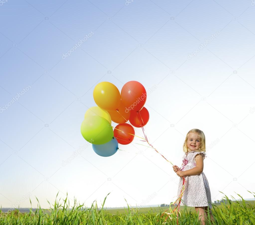 Bambina giocare con palloncini foto stock daxiao - Immagine con palloncini ...