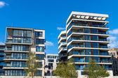 Fotografie zwei moderne Wohnhäuser