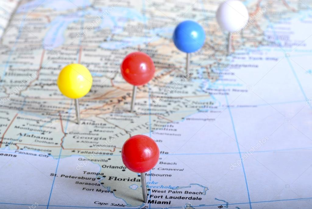 Map Of Eastern Us With Pin Tags On It Placed On Major Cities Stock Photo