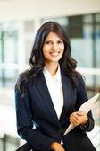 asiatische Geschäftsfrau mit Tablet-Computer