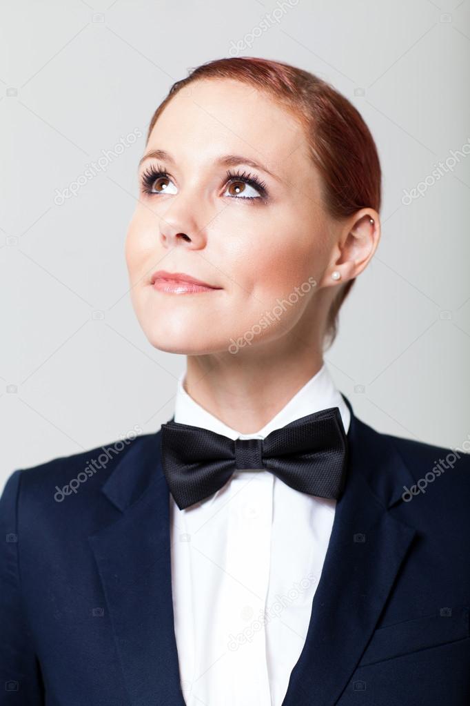 cc0466f61b7 꽤 젊은 패션 여자를 찾는 나비 넥타이와 양복 — 님의 사진 michaeljung| ...