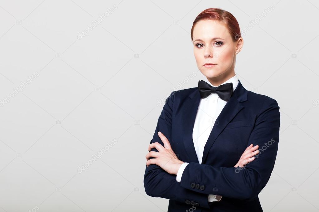 b96d21ec87c 나비 넥타이와 양복에 매력적인 패션 여자 — 스톡 사진 © michaeljung ...