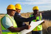 Minenleiter und Arbeiter im Steinbruch