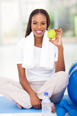 african american woman holding apple