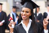 afro-amerikai női diplomás kezeket fel