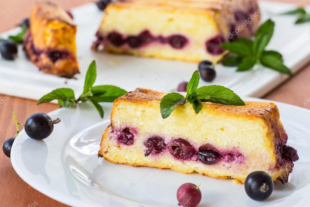 Quark Torte Mit Beeren Stockfoto C Rawlik 29640181