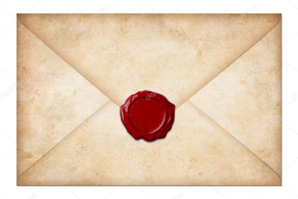Гранж почтовый конверт или письмо с восковой печатью изолированы на белом — стоковое фото
