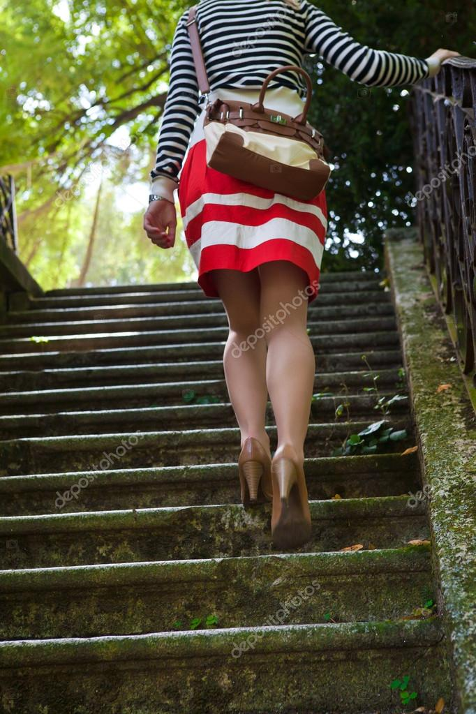 0e928daaa Mujer subiendo escaleras — Fotos de Stock © hraska #12522143