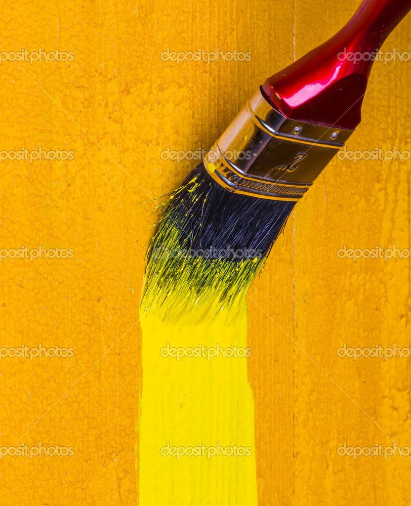 Pinceau Avec Mur En Bois De Peinture Jaune Colorant