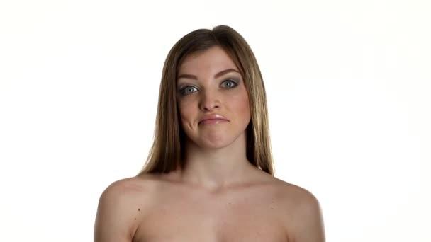 szexi nő pózol, elszigetelt fehér háttér