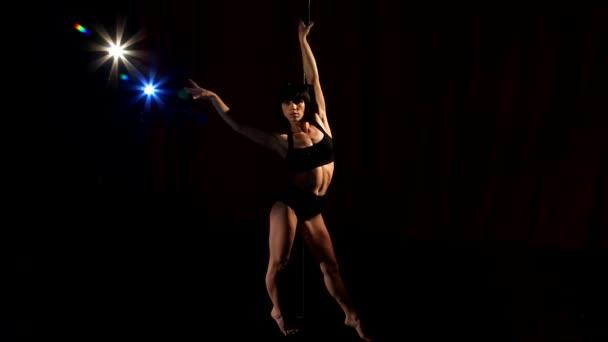 dívka tanec břišní tanec, krásná žena, která dělá pól tanec, ženské tanečník, fitness a sport