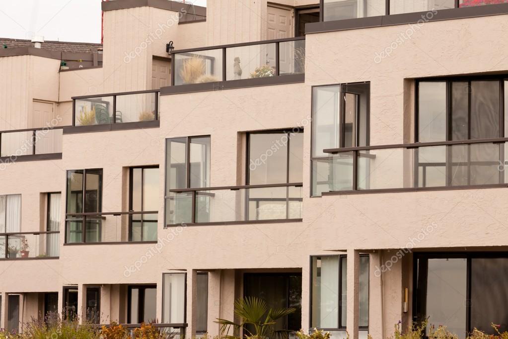fa ade ext rieure de l 39 appartement moderne bloquer b timent photographie pilens 18155457. Black Bedroom Furniture Sets. Home Design Ideas