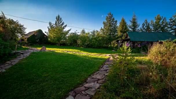 Tijd Voor Tuin : Tuin met stenen paden en weelderige gazon tijd ronden