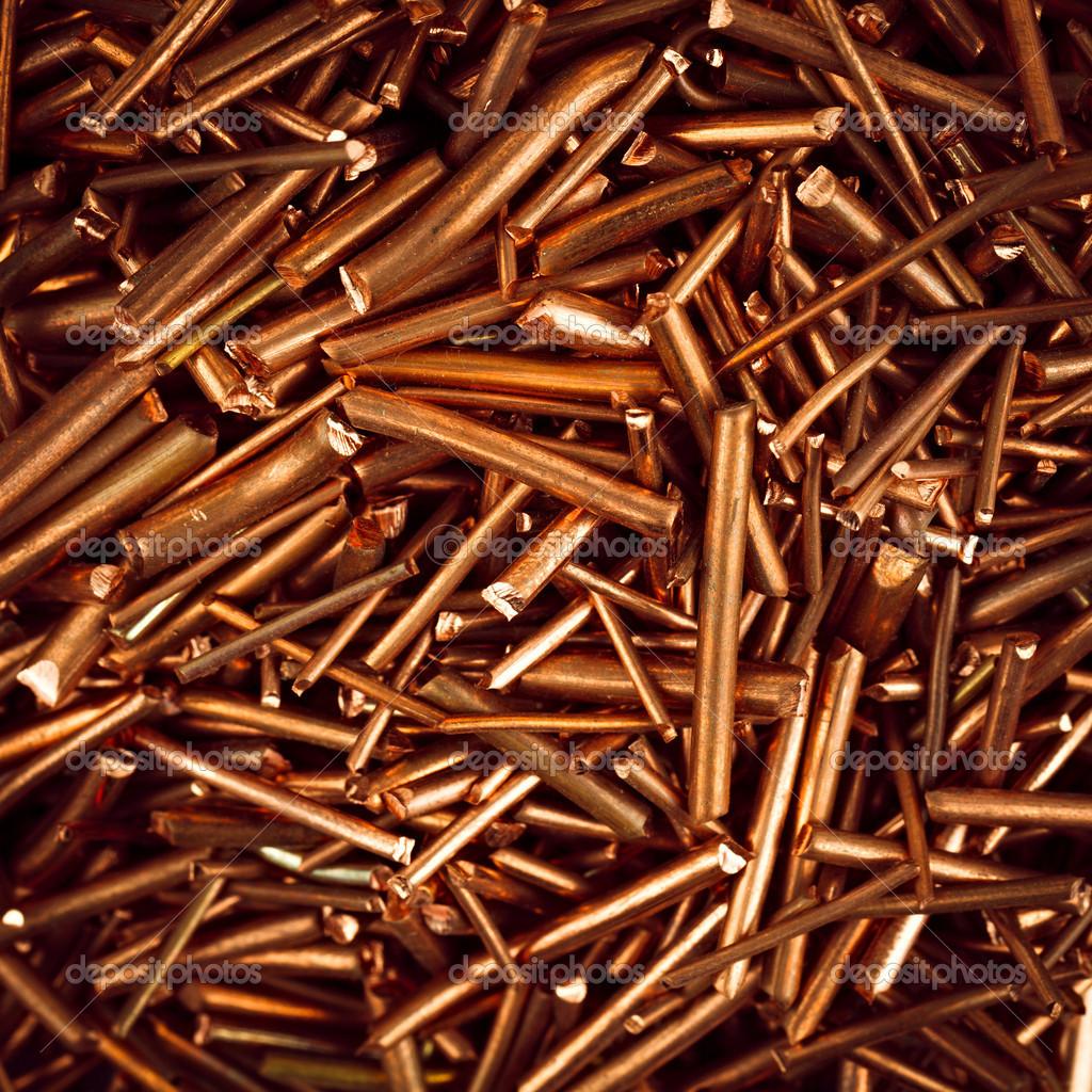 Kupferdraht wird in Stücke geschnitten. — Stockfoto © Alexust #42545775