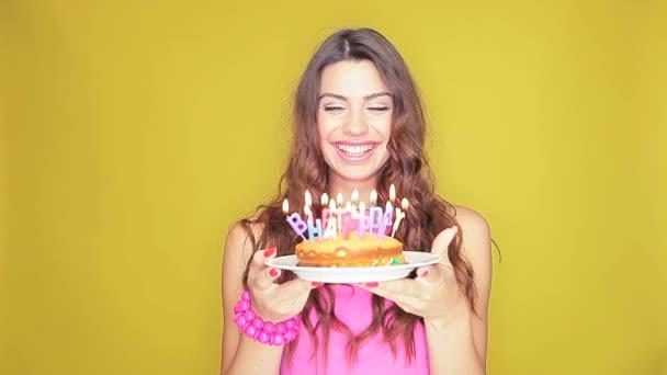 soffiare le candeline di compleanno