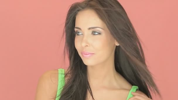 půvabná brunetka s očima