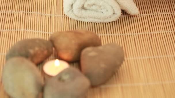 Wellness kameny a svíčka