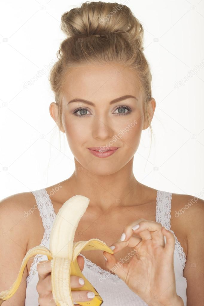 petite-blondes-using-bananas