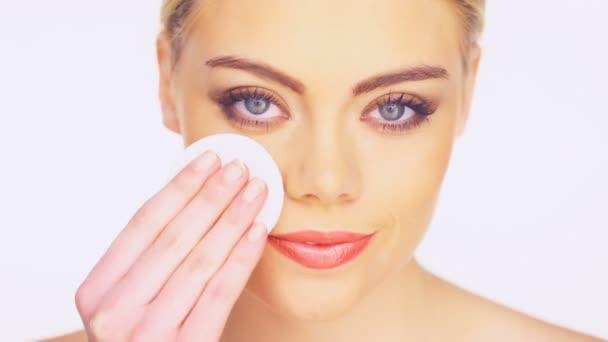 krása portrét ženy čištění obličeje