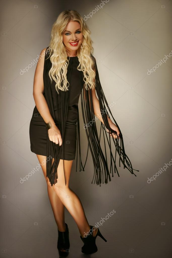 Fotos de loiras de vestido preto