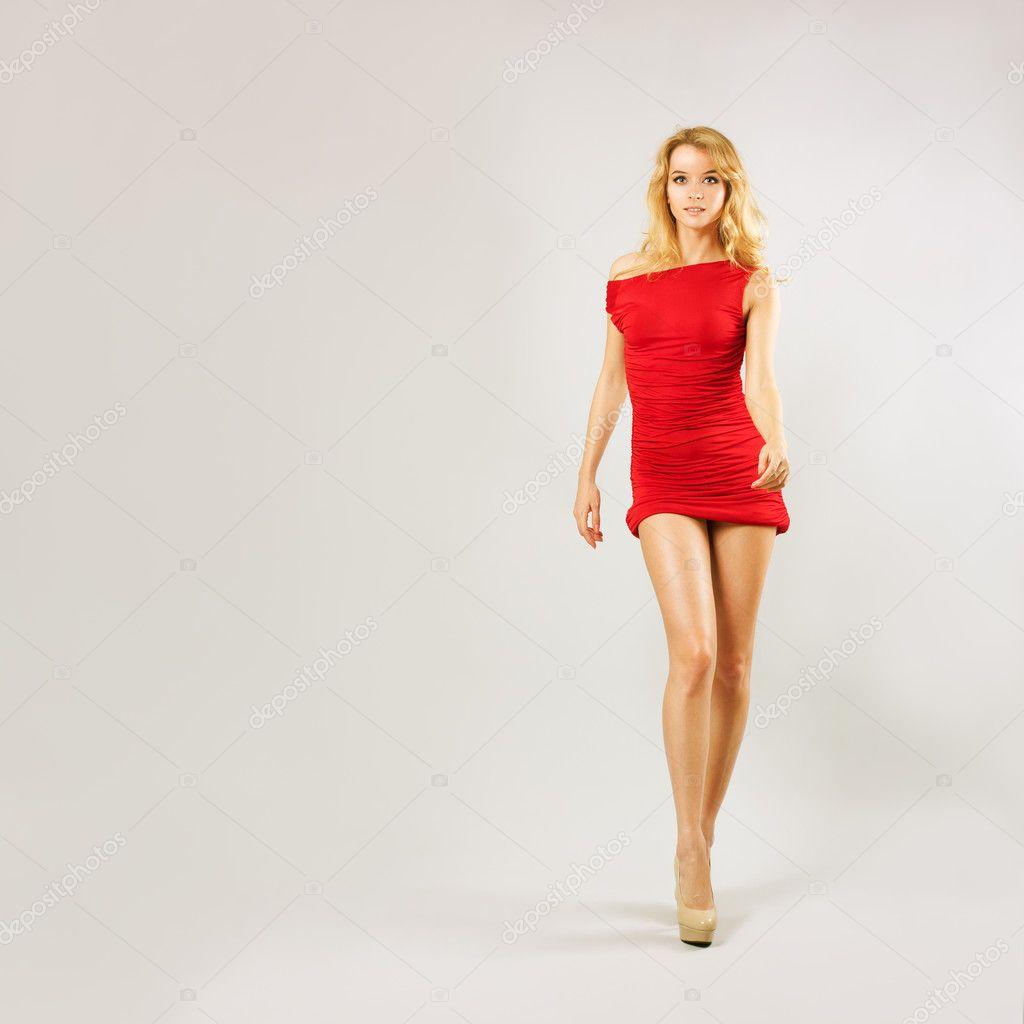 Красивые девушки в красном сексуальном платье фото 420-982