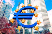Symbol měny euro ve Frankfurtu, Německo