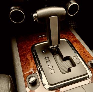 Transmission gear shift