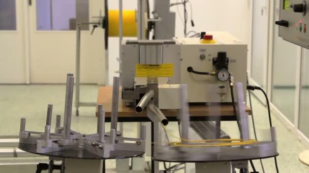Automatické vlákno optický kabel řezací stroj